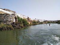 乘坐摩托艇到达梅尔托拉