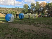 Bubble soccer en escenario natural