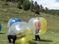 Celebracion dentro de la bola de plastico
