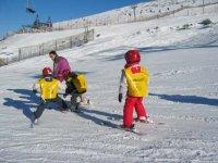 Niño esquiador