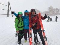 天滑雪滑雪与朋友
