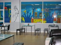 Cafeteria para adultos con vistas al parque