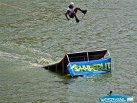 salto en la rampa, por el ganador del campeonato inaugural