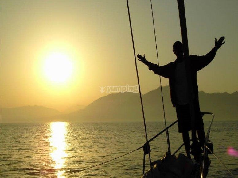 船在日落贝纳马德纳乘船