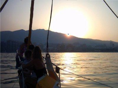 Paseo en velero luz de luna en Benalmádena niños