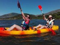 Rires à bord du kayak
