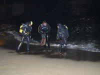 成为巴塞罗那的专家潜水员夜潜