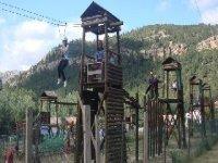 Tirolina de 40 m en las Torres familiares