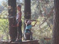 Peques en la plataforma del arbol en Toledo