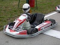 Karts del circuito con casco