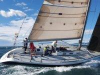参加在巴塞罗那帆船赛