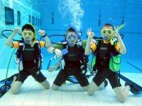 儿童潜水航行