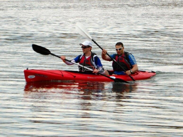 划船者在河里