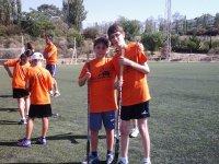 橙色T恤学生