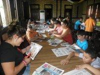 Manualidades y talleres en el campamento