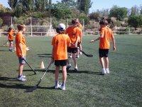 在营地打曲棍球