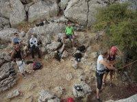 Bajando la roca con la cuerda