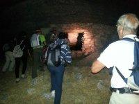 洞穴在夜间