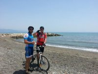 徽标南线山地自行车道上骑自行车