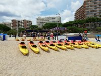 Nuestros kayaks en la playa