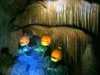Descubriendo formaciones en la cueva