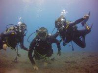 三个潜水员