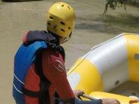 Rafting en balsa amarilla