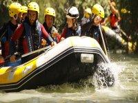 Hudiendo el remo en el rio