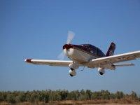 Avioneta ganando altura