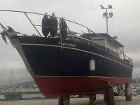 Barco esperando en puerto