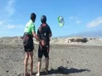 风筝冲浪在埃尔梅达诺风筝学校特内里费岛