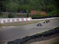 Carrera de karts en la pista