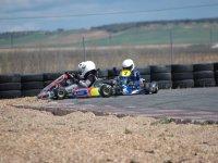 Salida de pista de tres karts
