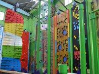 Zonas de escalada en el parque infantil
