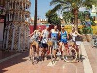 Amigos con nuestras bicis vintage