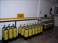 Botellas de oxigeno en el almacen