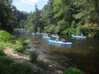 Attraversare il fiume in kayak