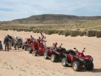 Ruta con quads y buggies rojos