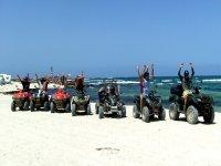 En los quads por la playa