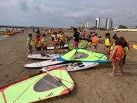 Spiegare il windsurf ai bambini