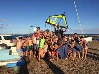 Gruppo dopo la lezione di windsurf