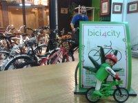Establecimiento alquiler bicis Sevilla