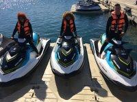 Companeros en las motos de agua