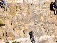 来享受朋友间的登山运动