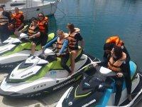 Preparando la salida en motos nauticas