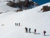 vista aerea de los esquiadores