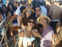 Chicas durante la boat party