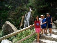 grupo en la cascada