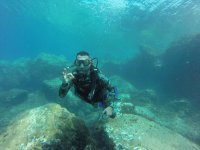Entre las rocas del fondo del mar