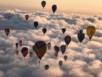 Globos sobre nubes